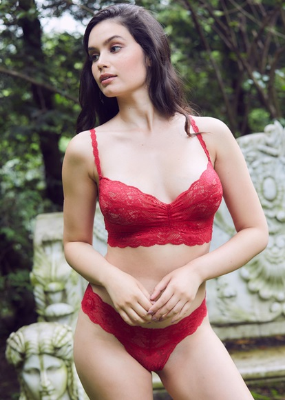 never-say-never-curvy-bralette-mystic-red-model-knicker-locker.jpg